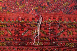 Uszkodzenia osnowy dywanu po trzepaniu