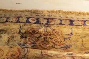 Uzupełniony brzeg dywanu modlitewnego