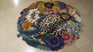 Taftowany dywan przed naprawą