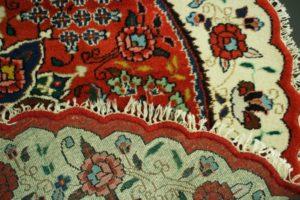 Zbliżenie wzoru i spodu dywanu