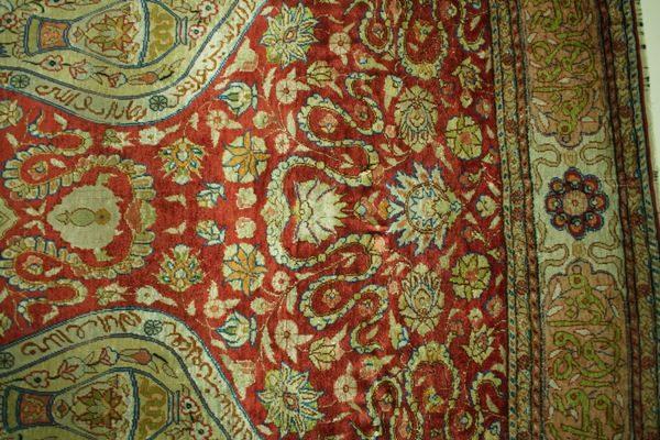 Zbliżenie wzoru dywanu jedwabnego