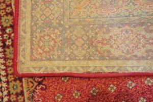Obszywanie maszynowe starego dywanu lewa strona