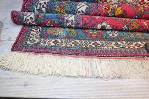 Lewa strona dywanu z nowymi frędzlami