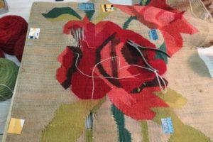 Bardzo stary kilim róże przed uzupełnieniem braków