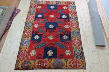 Azerbejdżański dywan przed naprawą